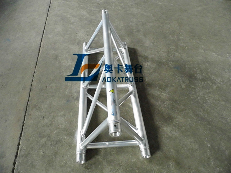spigot triangular truss